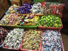 Bánh kẹo, mứt Tết hàng gia công tràn ngập thị trường