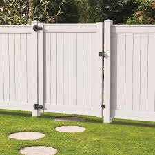 Freedom Emblem 6 Ft H X 5 Ft W White Vinyl Flat Top Fence Gate Lowes Com In 2020 Vinyl Fence Fence Gate Design Wooden Fence Gate