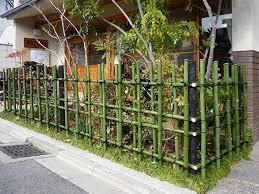46 Unique Decorative Garden Fence Ideas For Your Yard Gardendecor Gardendecoration Yarddecorations Bamboo Garden Fences Bamboo Fence Bamboo Garden