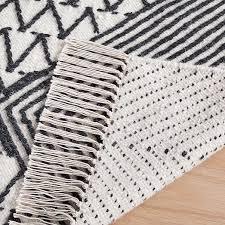 traced diamond rug