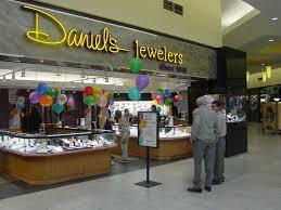 locator daniel s jewelers