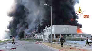 Vicentino: gravissimo incendio ad una fabbrica di vernici, si teme ...