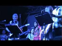 Nazreen Dafne Donato - Bruno Mars Medley @ Metrowalk - YouTube