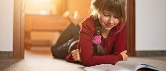 Resultado de imagen de jovenes leyendo en casa