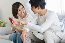 フォローし合うことで、むしろ夫婦関係は良好に!? SNS上の夫婦の距離感