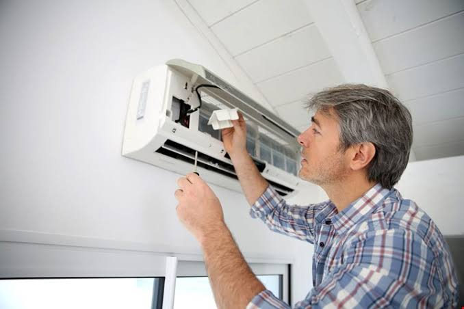 When to Contact an Air Conditioning Contractor