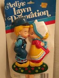 stake dutch boy girl kiss artline