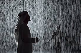 صور بنات تحت المطر