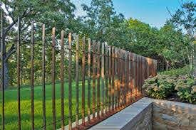 Simple And Modern Tips And Tricks Living Fence Bamboo Fence And Gates Entrance Black Front Fence Dark Vinyl Fence Fence Light Clotures Metalliques Deck Design