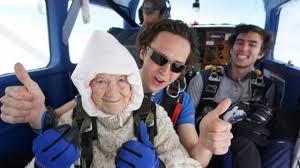ALS Hastalığı İçin 102 Yaşında Skydiving Yaptı - Kampbros