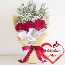 simple valentine s 3 pcs roses bouquet