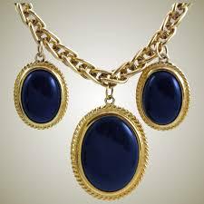 beautiful black pendant necklace
