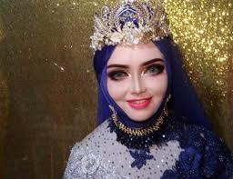 Cô dâu xinh đẹp như búp bê Barbie trong ngày cưới, nhưng bỏ lớp ...