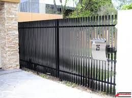 Modern Metal Fence Decorating 26 With Amazing Design On Fence Design Ideas Modern Design And Decoration Modern Fence Design Fence Design Fence Gate Design