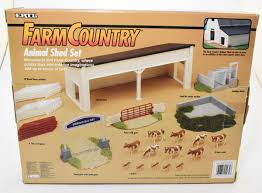 1 64 Farm Country Animal Shed Playset With Cows Fence Loading Chute Daltons Farm Toys