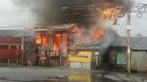 ดีกว่าโดนคลอก! ไฟไหม้บ้าน ลุงสะดุ้งตื่นถูกลวกหลัง โดดลงคลอง