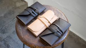 make a simple gusseted leather clutch