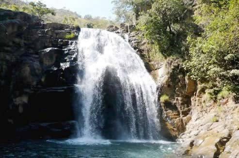 Resultado de imagem para cachoeira do lobo capitólio minas gerais