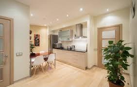 7 Tips Memaksimalkan Fungsi Area Foyer di Rumah