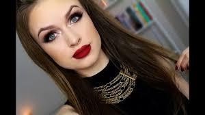 warm brown eyeatte red lips