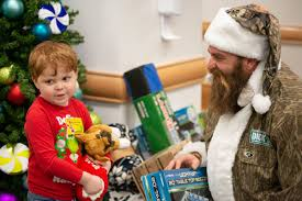 Camo Santa Aka Former Byu Steelers De Brett Keisel Delivers Presents To Kids At Pittsburgh Hospital Deseret News