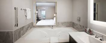 fallsview guest room 1 king whirlpool