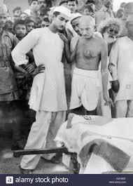 MKG33164 Mahatma Gandhi at the coffin of Abdul Bari with his son ...
