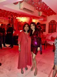 Fire scare at socialite's b'day party: Lawyer Abha Singh has a narrow  escape, Madhur Bhandarkar sustains minor injuries