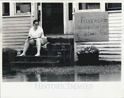 1986 Press Photo Adele Dixon takes lighthearted approach to flooding i |  Historic Images