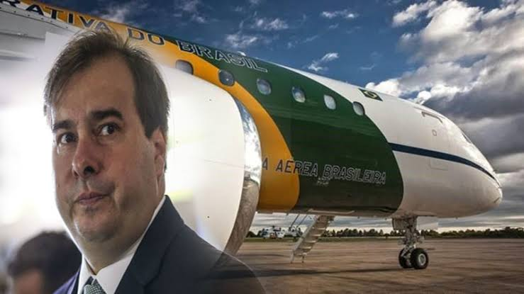 Resultado de imagem para Rodrigo Maia leva caravana ao Vaticano em avião da FAB
