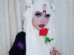 woman uses her hijab to capture the