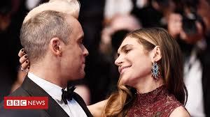 Robbie Williams: 'My family keeps me on the rails' - BBC News