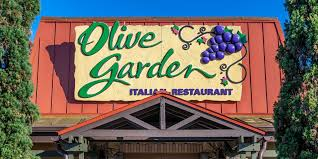 olive garden ex hostess to sue