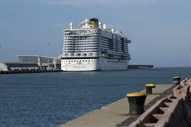 Coronavirus, nave da crociera bloccata a Civitavecchia ...