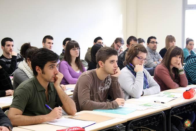 Resultado de imagen de estudiantes universitarios en clase