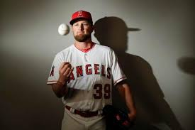 Angels Notes: With a new pitch, Kirby Yates is trying to stick ...