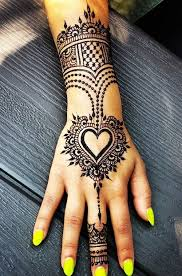 Heart Henna With Images Mehndi Pomysly Na Tatuaz Henna