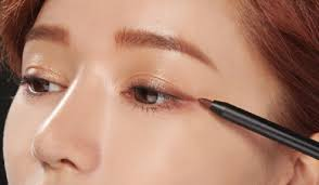 tips eyeliner cantik ala korea