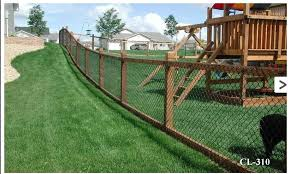 Latest Idea For Fence Chain Link Instead Of Welded Wire Still Black Pvc Coated Wood Top And Bottom First Quo Backyard Fences Fence Styles Chain Link Fence