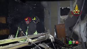 Vigili del Fuoco - Ancona - Intervento per spegnimento incendio in un Bar  Pasticceria - www.HTO.tv - YouTube