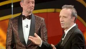 Sanremo, il monologo di Benigni divide. Bufera sui social: 'Noioso ...