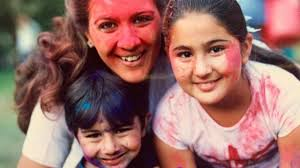 Wayback Wednesday: Sara Ali Khan, Amrita Singh, Ibrahim Ali Khan are  smeared in colours in this major throwback photo