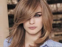 اطلالة حيوية مع احدث قصات شعر قصيرة للشعر الخفيف Yasmina