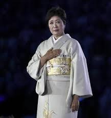 小池百合子都知事にスタイリストはついている?服は自前?【画像】