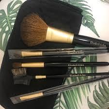 bnib elizabeth arden brush essentials 5