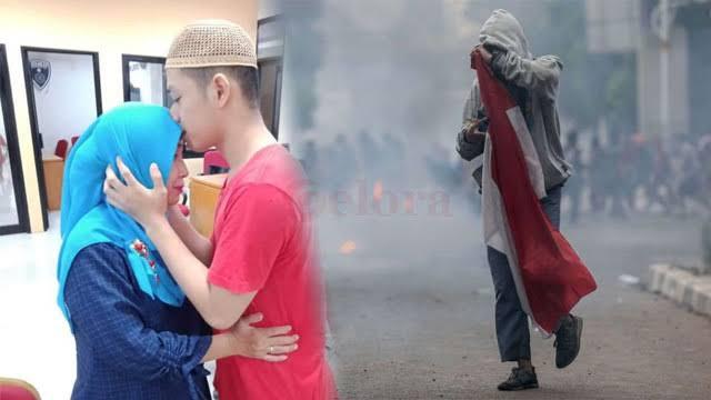 """Image result for Remaja Pembawa Merah Putih Saat Demo RUU Segera Disidang, Tagar"""""""