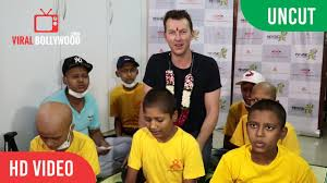 UNCUT - Brett Lee With Wife In India ...