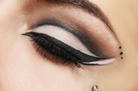 dramatic cat eye tutorial with