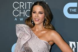 Kate Beckinsale shows off flexibility before 2020 Critics' Choice Awards