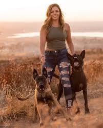 صور بنات مع كلاب